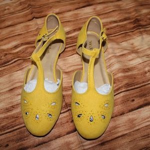 BNIB The Zest is History yellow lemon flats